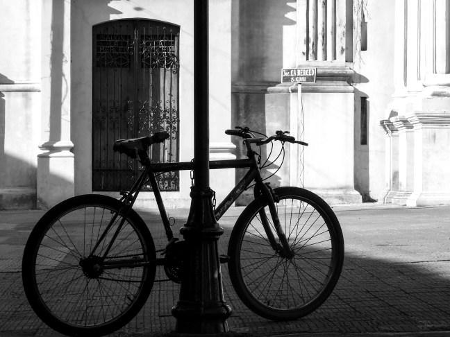 La bicicleta Iglesia de La Merced, León, Nicaragua