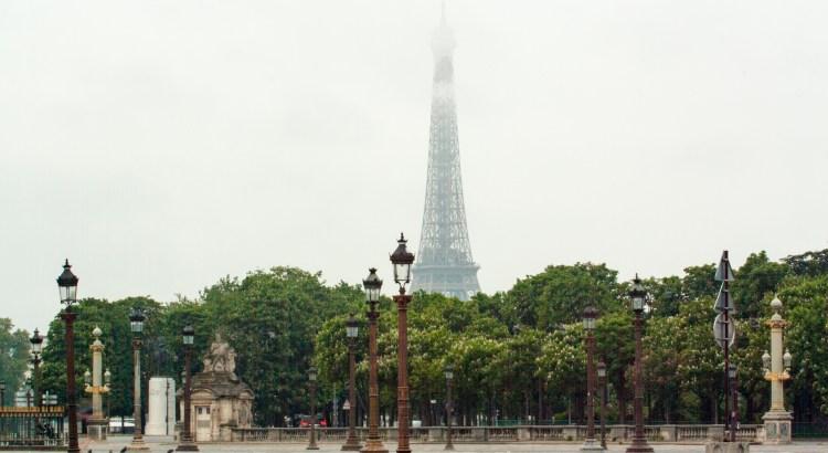 Entre bruma París, FranciaqEntre bruma París, Francia