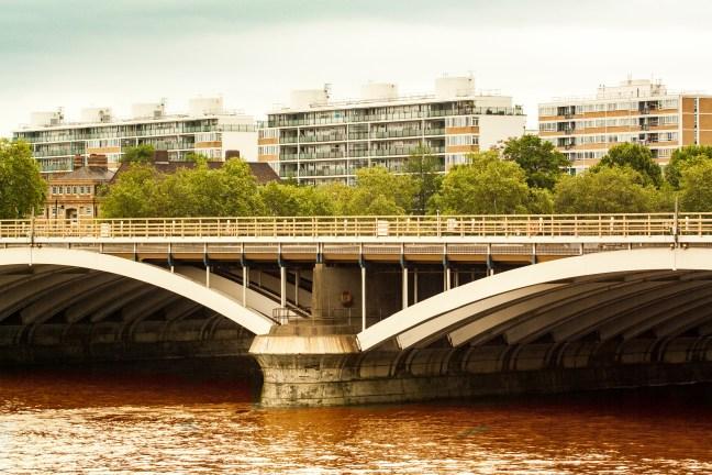 Puente sobre el río Londres, UK.