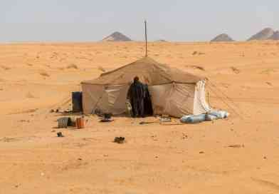 Nomad in the Sahara desert in Mauritania. From the photo gallery Mauritania on http://www.edvervanzijnbed.nl/en/