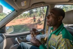 Tussen Bafoussam en Yaoundé / Kameroen
