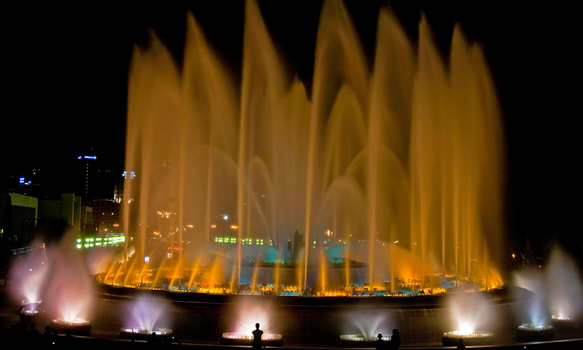 Font Magica fountain in Orange