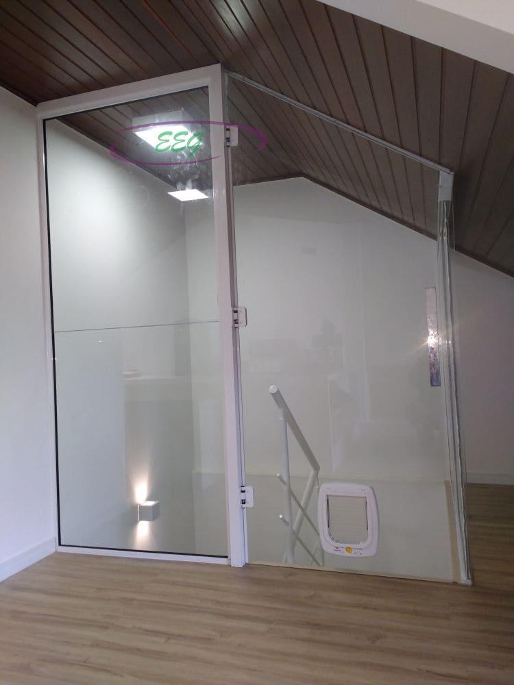 Porta de vidro com passagem
