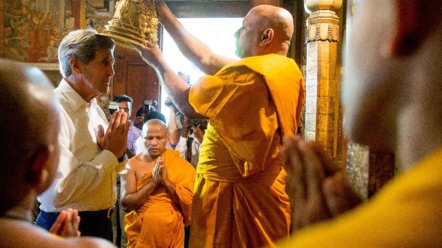 US Secretary of State John Kerry getting blessed by Sinhala Buddhist monks at Kelaniya Vihara