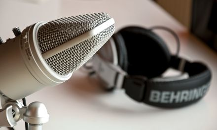 10 Amazing Podcasts For Curious Minds