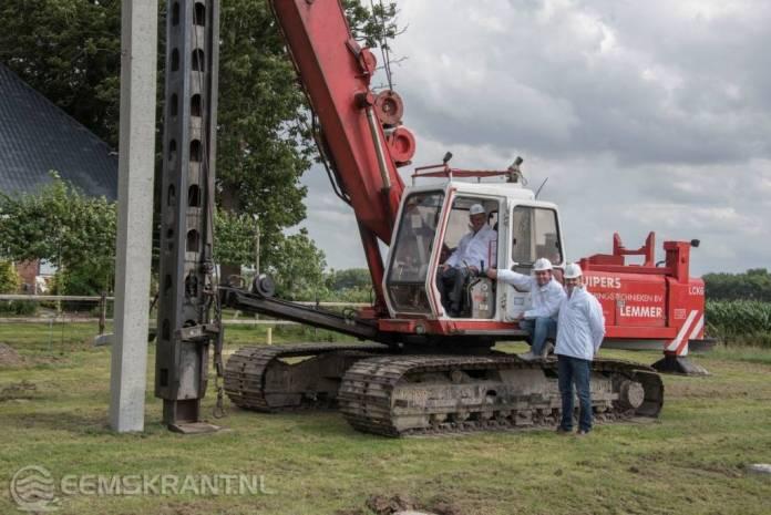 Start bouw eerste woning volgens bouwrichtlijn voor aardbevingsregio in Meedhuizen