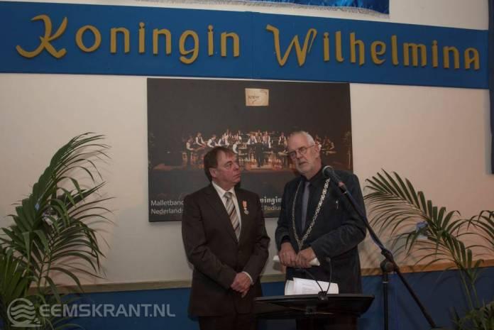 Koninklijke onderscheiding voor dirigent muziekvereniging Koningin Wilhelmina Theo van Kruistum