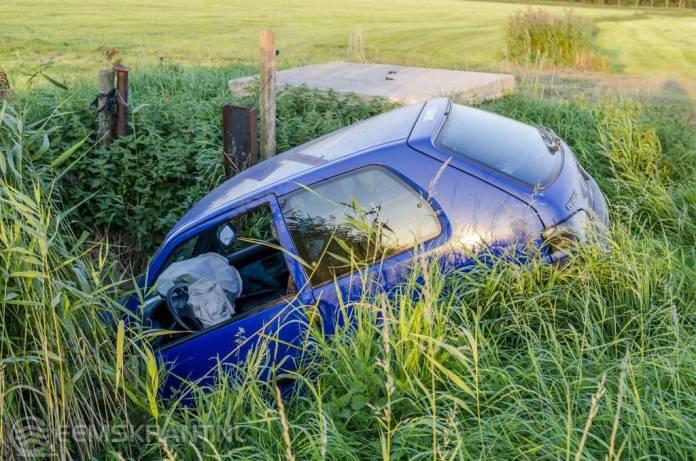 Duitse automobilist belandt in sloot op weg naar Holwierde