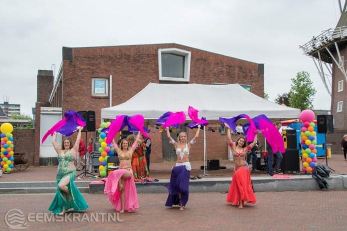 Cultureel festival Uitdagend en Kunstmarkt in het centrum van Delfzijl