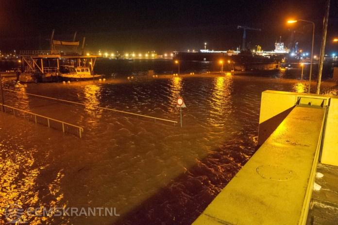 Storm: KNMI geeft code geel en waterstand in Delfzijl flink omhoog