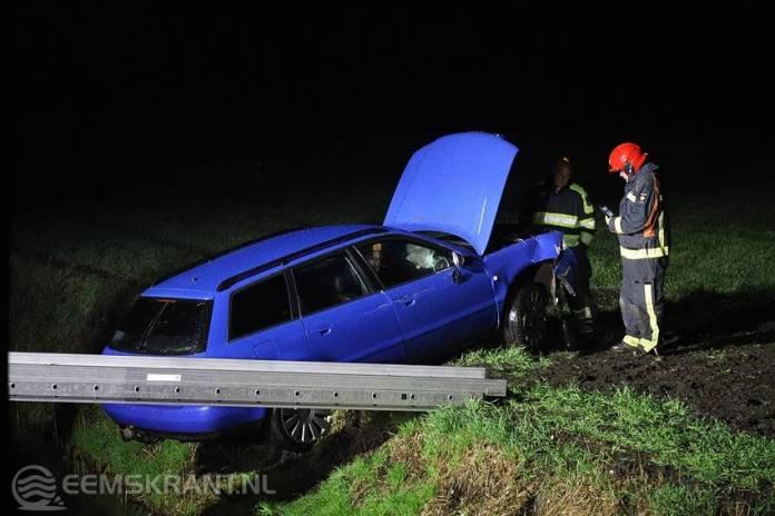 Automobilist mist de bocht op de Leentjerweg bij Siddeburen