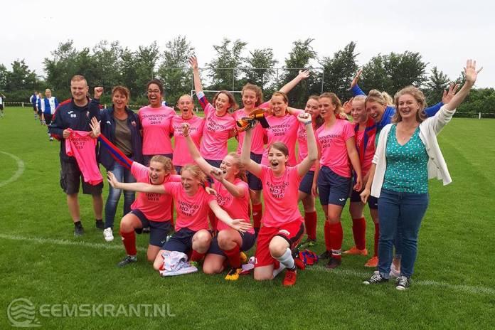 Meisjesteam MO17 SC Loppersum voor het eerst in haar bestaan kampioen