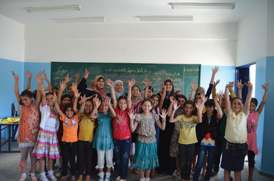 Grade 4 students with their teachers and school principal