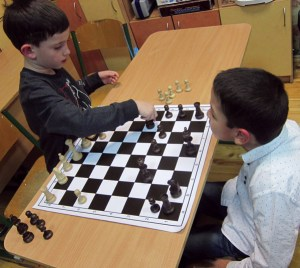 Students learning to play chess in Ukraine (EENET photo library)