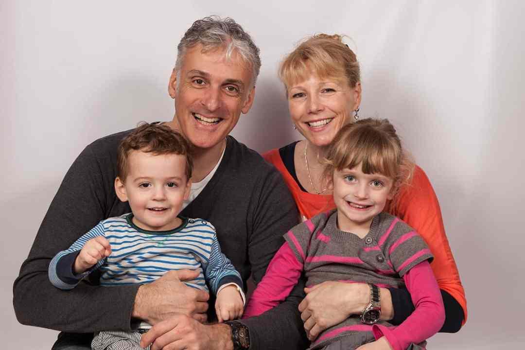 thuis fotostudio gezinsportret fotografie gezin ouders & kinderen fotograaf Nieuw-Vennep Getsewoud Hoofddorp