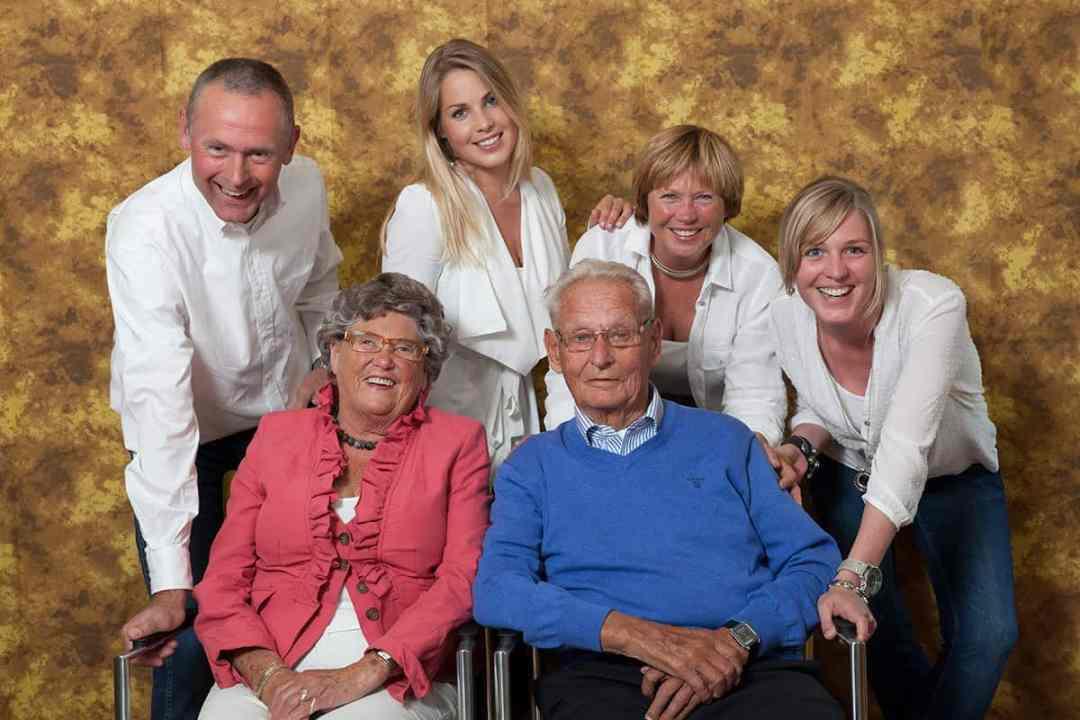 fotostudio familieportret fotografie familie gezin ouders & kinderen opa oma fotograaf Nieuw-Vennep Getsewoud Hoofddorp Lisse