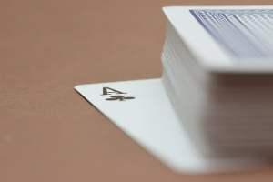Erityyppisiä korttipelejä ja niiden variaatiot
