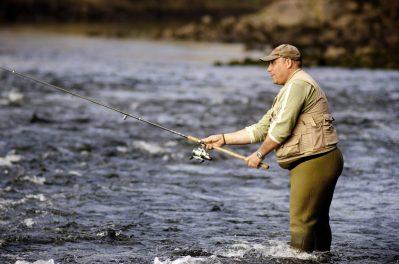 Pescador de truchas en el Miño.