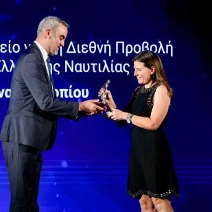 Η κ. Ιωάννα Προκοπίου και ο κ. Κωνσταντίνος Μαχαίρας, Business Development Manager (Greece), του νηολογίου Isle of Man, χορηγού του βραβείου.