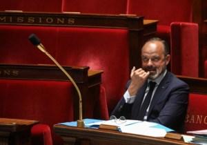 Manque de masques : un gendarme porte plainte contre Édouard Philippe