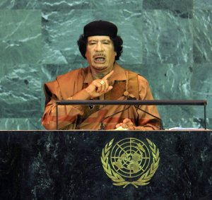 """Kadhafi en 2009 : """"Les virus sont créés pour que les entreprises capitalistes fassent des profits"""""""