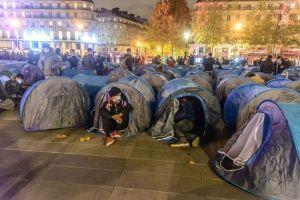 L'évacuation des migrants place de la République : rien à voir avec la violence policière anti-Gilets jaunes