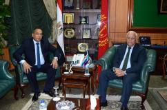 محافظ بورسعيد يستقبل مدير الأمن الجديد بمكتبة بالديوان العام |