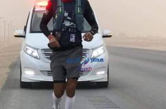 أكاديمي إماراتي شاب يجري 2000 كيلومتر من أبوظبي إلى مكة مستلهما روح الإصرار من والده  