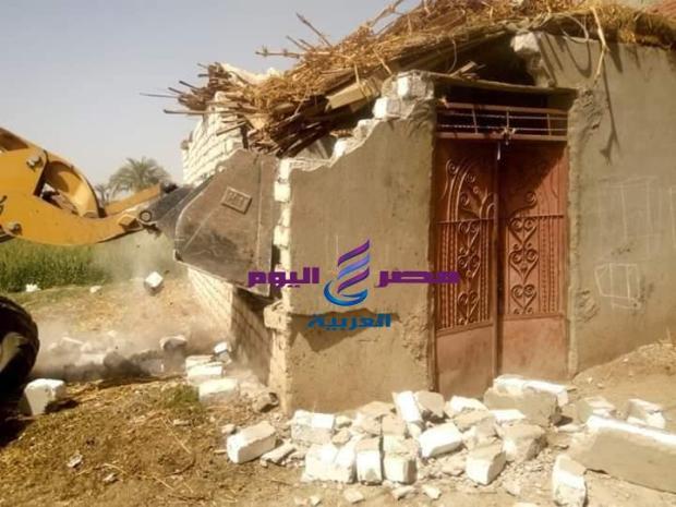 إزالة 10 حالات تعدي على أراضي الدولة بمركز أبنوب  