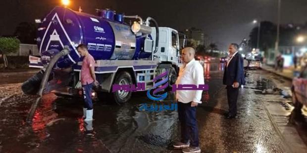 رئيس حي مدينة نصر يتابع شفط وتسليك البالوعات ليلا بشوارع مدينة نصر بالقاهرة  