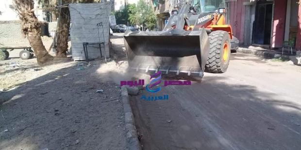 حملة نظافة بشارع سيالة بدران بمنطقة حي شرق الأقصر. |