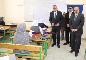 محافظ سوهاج يتفقد لجان إمتحانات الشهادة الإعدادية