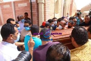 بمشاركة نجوم الفن تشييع جنازة والدة الفنان حمادة هلال بمقابر الرقابة الإدارية بالعين السخنة