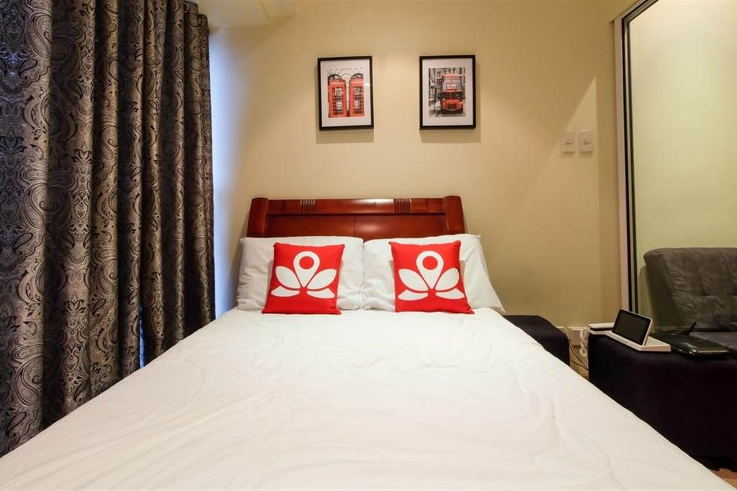 Condo Deluxe Double Room 1 At Home Knightsbridge