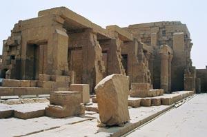 Temple of Horus 內有一條鱷魚木乃伊,可惜不准拍照。