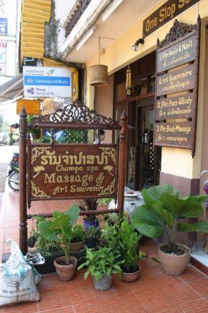 Malinamphu Guest house 附近有幾間按摩院,價錢比泰國便宜。