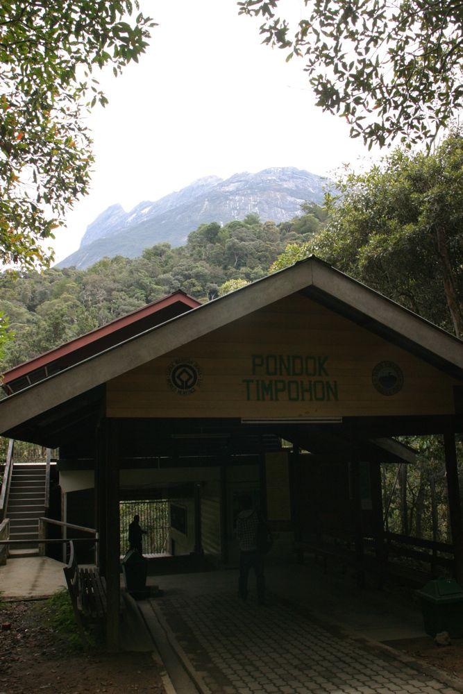 出發前於這裏檢查登山證及記錄出發時間。