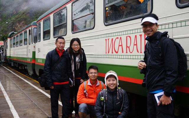 準備登上 Inca Rail 列車。