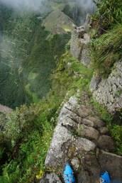 建於懸崖的石塊路。
