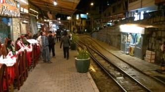 「團餐」餐廳如熱水鎮其他建築物一樣,依着鐵路興建。
