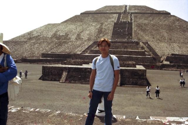 1999 年,遊人廖廖可數,不用排隊攀頂。