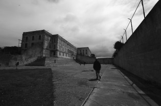 Recreation Yard;背後是 Cellhouse。