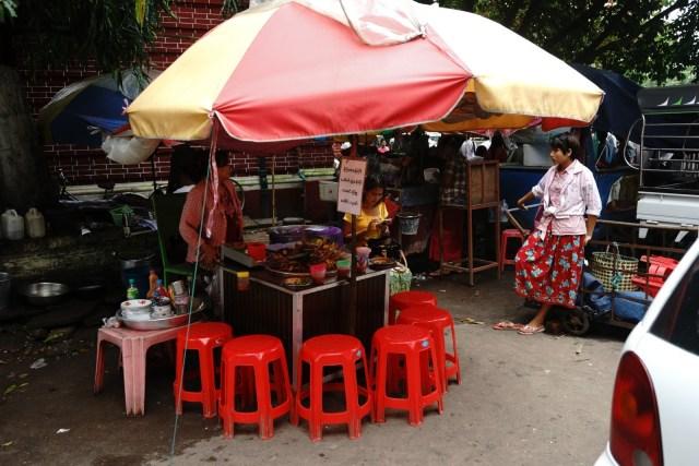 賣的是類似香港街邊牛雜的內臟串。