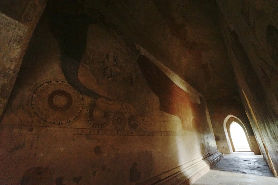 Sulamani Pahto 內的卧佛壁畫。