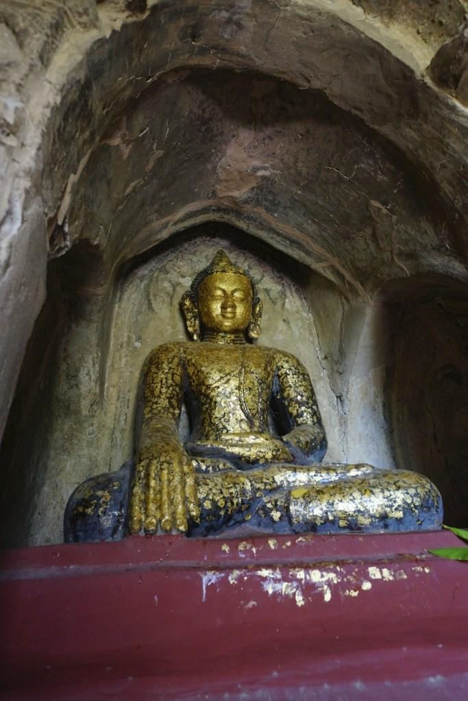 Gawdawpalin Temple 內的佛像。