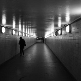 Ghost station -- Berlin Nordbahnhof 地鐵站的行人通道。