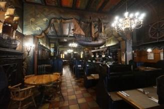 裝修成古代商船的德國餐廳 -- Schiffer Borse Restaurant