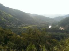 農民新村後,跨過小山,山下見客家建築。