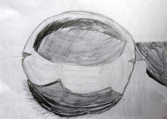 年幼學生初學習素描,先以鉛筆繪畫。