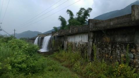 灌溉水渠。